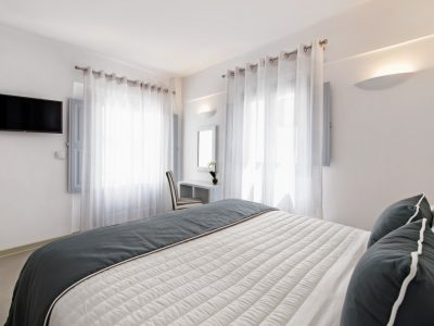 central-fira-hotel-accommodation-santorini-deluxe-suite-gallery-1